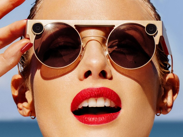 Snapchat lancia gli occhiali per la realtà aumentata con doppia fotocamera