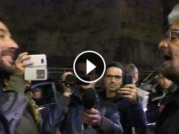 Beppe Grillo vs attivista per la casa, faccia a faccia all'uscita dall'hotel. Poi altra attivista invitata ad entrare