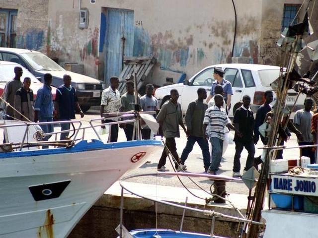 Chef Rubio contro gli abitanti di Lampedusa: «Con i migranti fanno soldi a palate»