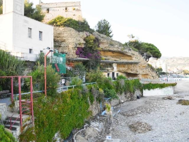 """Sanremo: spiaggia 'Magama' in gestione diretta ad Amaie Energia senza gara, Ventimiglia """"Forte limitazione della concorrenza e del libero mercato"""""""