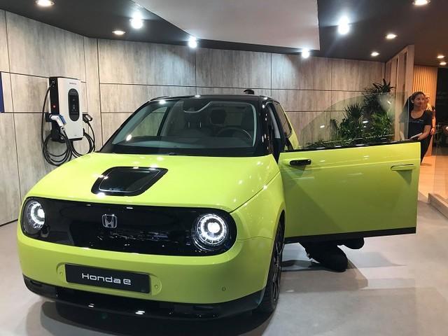 Honda e, svelati i prezzi della nuova citycar elettrica