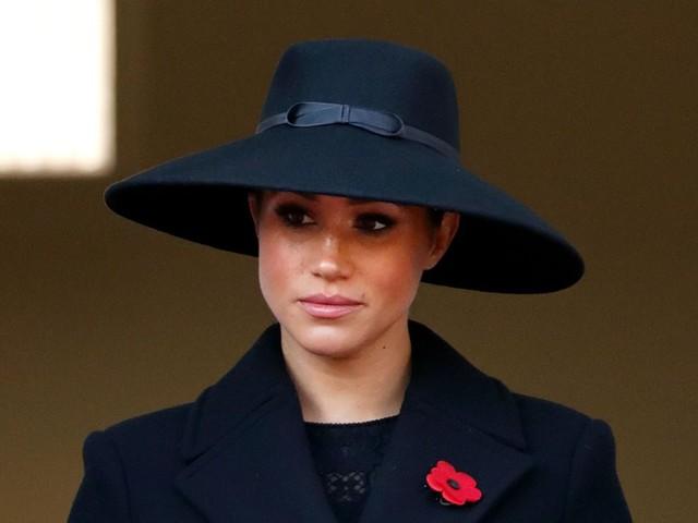 Meghan Markle, affaccio solitario al balcone per la duchessa di Sussex