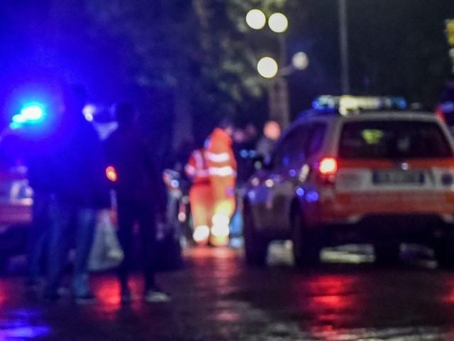 Pavia, litiga con tre ragazzi e li investe: arrestato per tentato omicidio, gravissima una 19enne