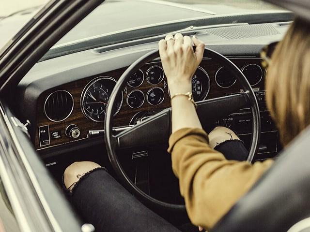 Modena, incredibile caso di evasione fiscale: 212 veicoli intestati a una donna