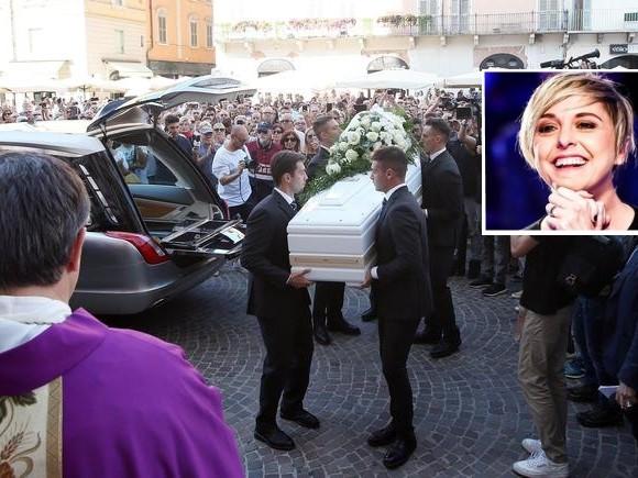 In tantissimi nel Duomo di Brescia per l'ultimo saluto a Nadia Toffa
