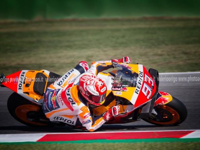 VIDEO MotoGP, GP San Marino 2019: highlights e sintesi della gara. Marquez vince, che battaglia con Quartararo! Valentino Rossi 4°