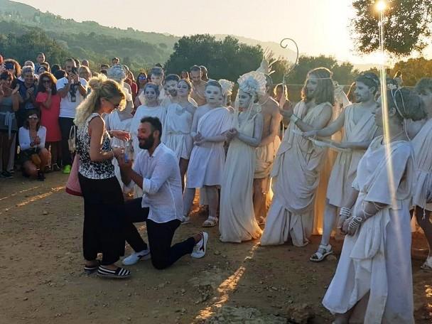 """""""Mi vuoi sposare"""", la proposta di matrimonio all'alba tra i Templi di Agrigento (VIDEO)"""