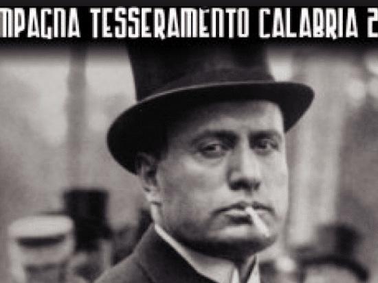 Forza Nuova sceglie una foto di Mussolini per la campagna di tesseramento in Calabria