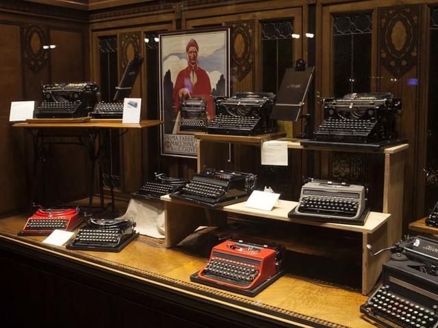 Le macchine da scrivere Olivetti, una fetta di storia in piazza