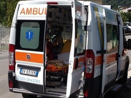 Bambino di tre anni si sente male in strada e muore a Genova