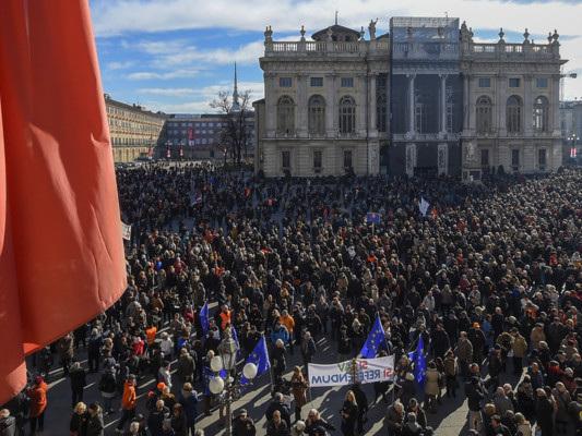 Lega eM5ssi sfidano sull'ipotesi di un referendum sullaTav