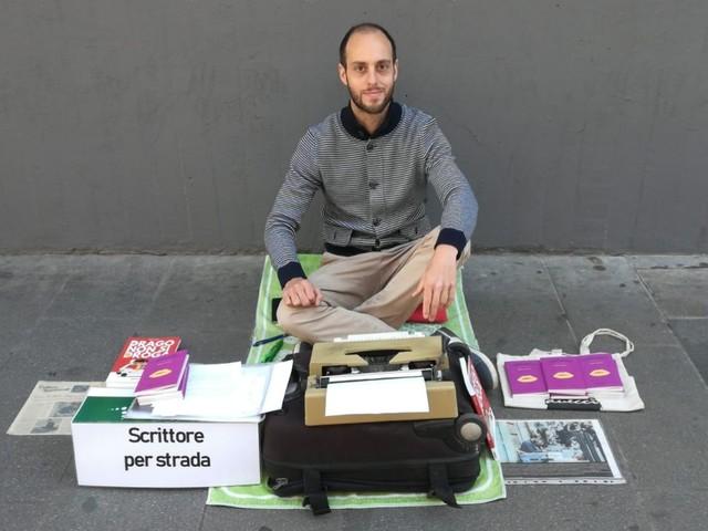 Walter Lazzarin, lo scrittore che regala racconti per strada