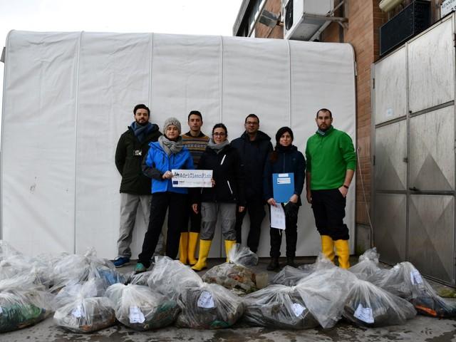 I pescatori italiani pescano sempre più rifiuti