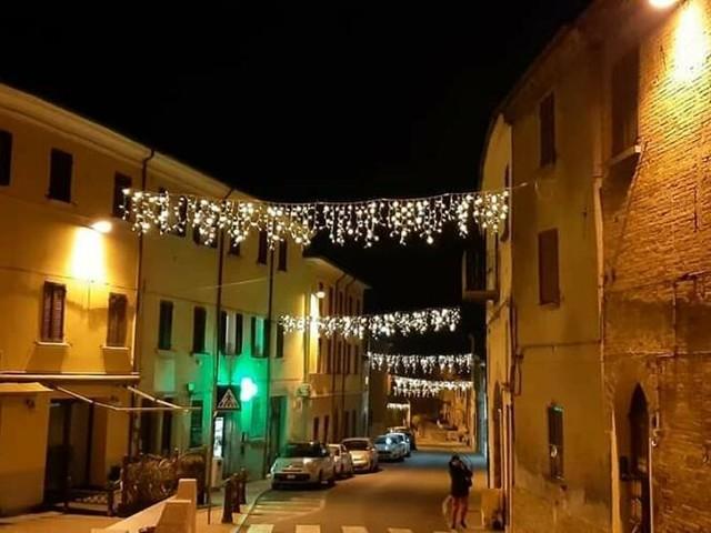 Si accendono le luminarie della Pro Loco: atmosfera natalizia a Bertinoro