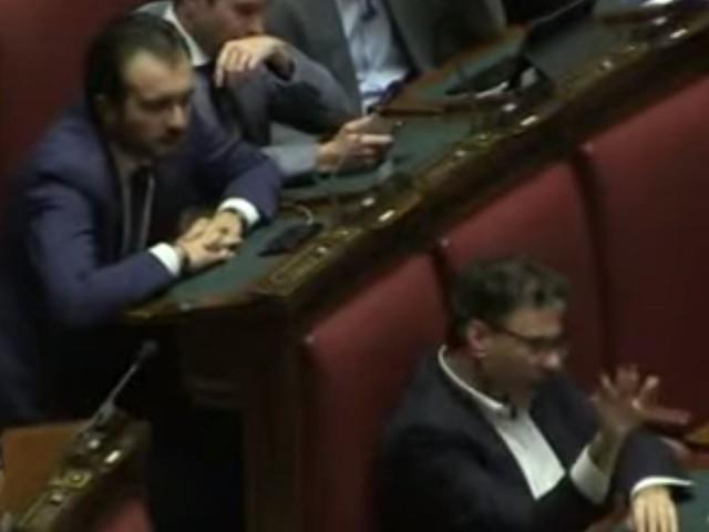 """""""Poltronaia"""", """"Opportunisti..."""". Volano insulti tra Lega e M5S"""