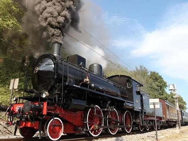 Viaggio sui binari della storia: ripartono i treni a vapore da Foggia all'Irpinia