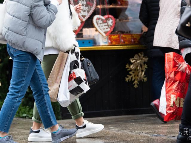 I commercianti sperano nella boccata d'ossigeno delle riaperture di Natale