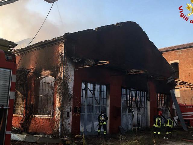 Castiglione: incendio all'ex Staveco, a fuoco fabbricato abbandonato