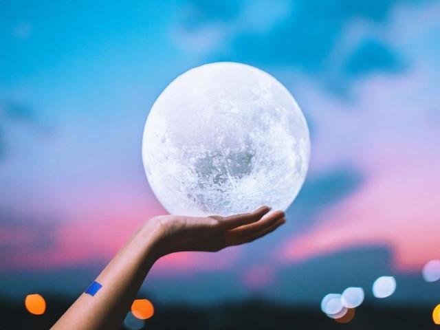 Oroscopo del giorno 21 marzo, 2ª sestina: buone notizie dalla Luna in Pesci per l'Acquario