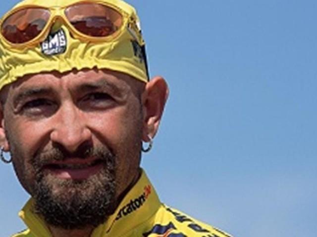 Ciclismo, 16 anni fa moriva Marco Pantani: gli appassionati ancora lo ricordano
