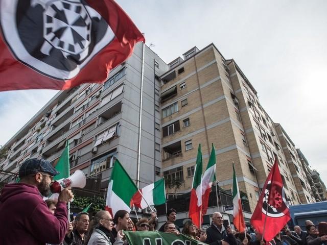 Sabato di manifestazioni e gazebo del Pd a Roma: fermate metro chiuse e bus deviati