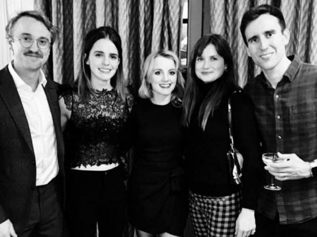 Se per Emma Watson è già Natale con il cast di Harry Potter (sì, c'è anche Tom Felton)