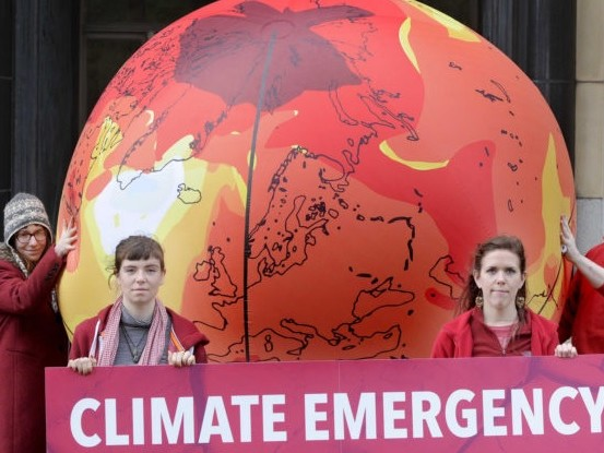 L'avvertimento degli scienziati: il pianeta Terra sta affrontando un'emergenza climatica