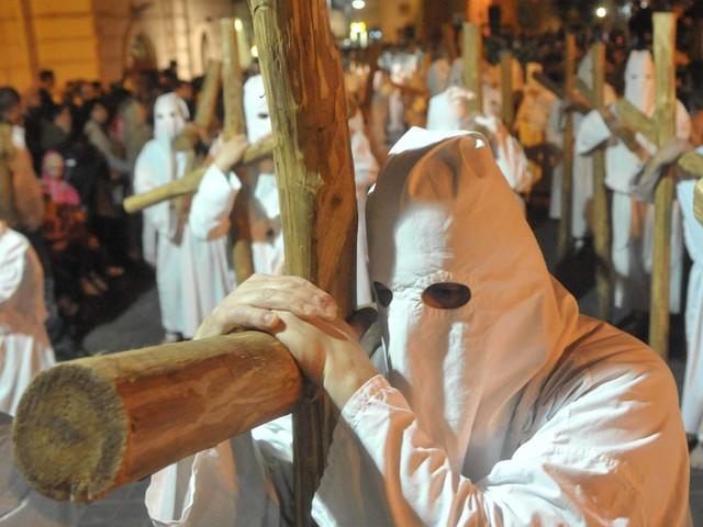 Cristo morto: fede e tradizione non vogliono fermarsi