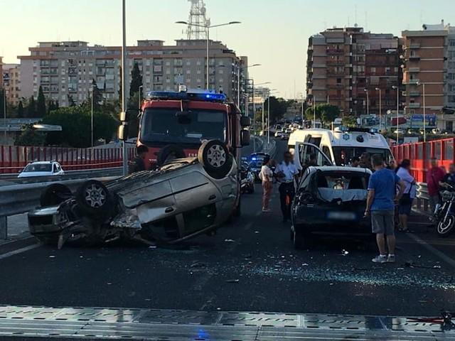 Scontro sul ponte Adriatico, tre auto coinvolte: feriti e ambulanze, traffico in tilt