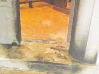 Incendiato il portone della chiesa di Isola Capo Rizzuto E' allarme sicurezza: sale il numero di intimidazioni