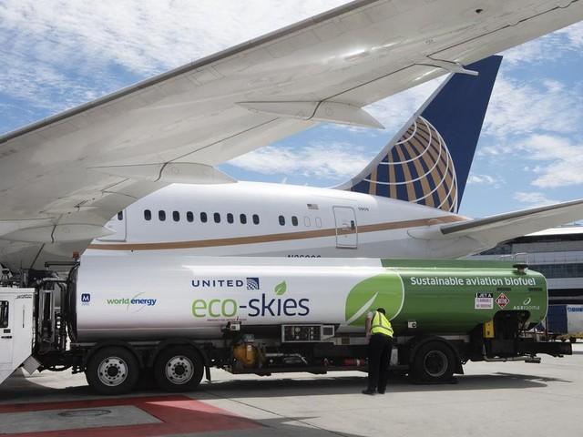 Aviazione, la vera svolta green è un carburante fatto con gli avanzi di cibo