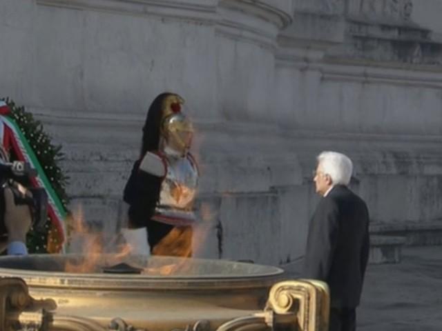 """25 Aprile: Mattarella depone corona alloro ad Altare Patria. Conte: """"È la festa di tutti"""""""