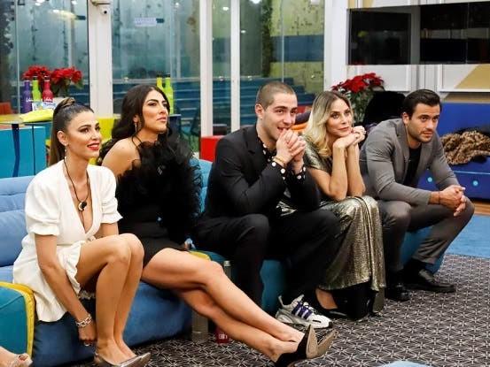 GF Vip 5, trentatreesima puntata in diretta – Il primo finalista, l'eliminato, la crisi di Maria Teresa. Ospite Andrea Pucci
