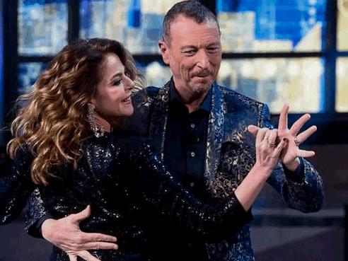 """Claudia Gerini contro Amadeus: """"Frase sessista, Sanremo 2020 va boicottato"""""""