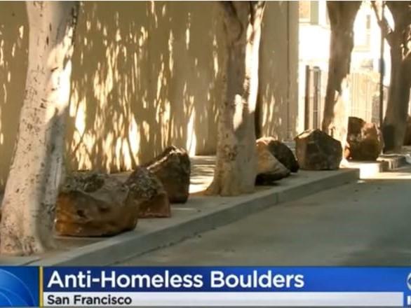 San Francisco, rocce per impedire ai senzatetto di accamparsi