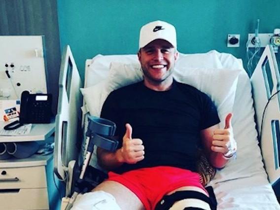 """Operazione al ginocchio per Olly Murs: """"Mi prendo una pausa dai social network"""""""