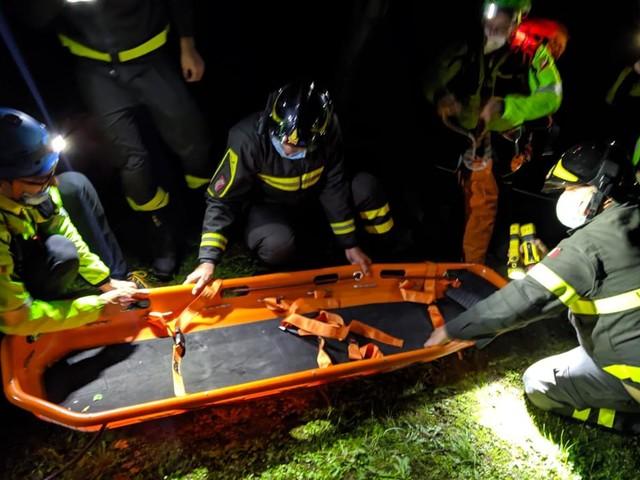 Trieste, 78enne precipita per 30 metri nella notte: salvata dai carabinieri