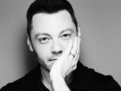 """Tiziano Ferro pubblica una nuova versione di """"Accetto miracoli"""""""