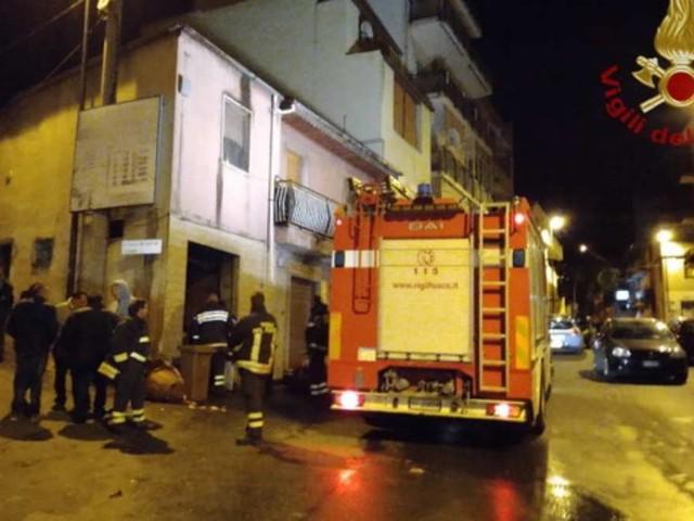 Esplosione in un negozio: feriti 4 vigili del fuoco e 4 poliziotti