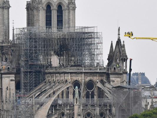 """Il colpevole non è il legno. """"Ricostruite Notre Dame com'era"""""""