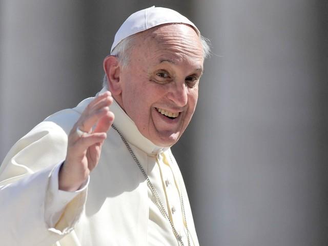 """Papa Francesco rimane chiuso in ascensore per 25 minuti: """"Grazie ai vigili del fuoco che mi hanno salvato"""""""