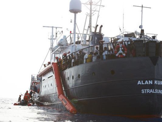 """La Alan Kurdi verso Lampedusa: """"A bordo c'è un bambino ferito"""""""