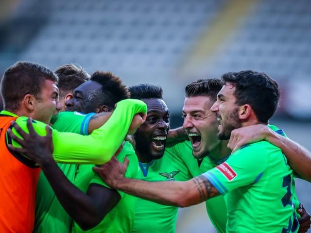Lazio corsara, ribalta il Torino nel recupero e vince 4-3