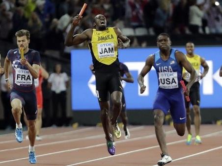 Bolt, finale di carriera da incubo: si infortuna e crolla a terra