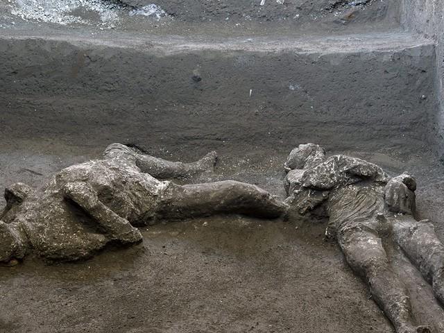 I corpi (interi) dei fuggiaschi: Pompei regala l'ultimo tesoro