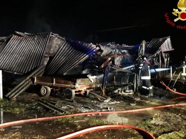 Incendio in una stalla di San Martino di Lupari: morta una cavalla, anziana intossicata