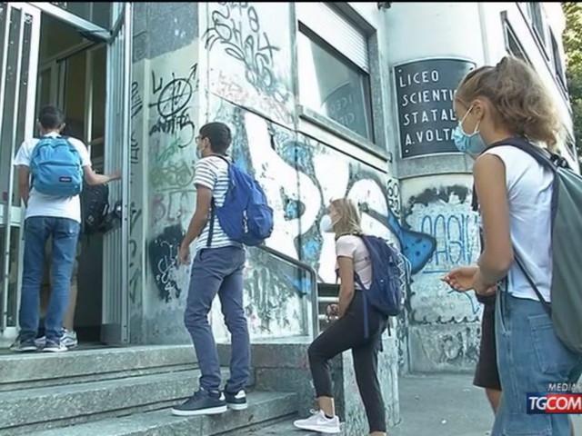 Gli effetti del Covid sulla scuola: Italia tra i paesi con la chiusura più lunga, ma con le classi tra le meno affollate
