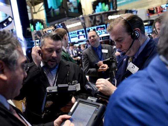 Wall Street apre con lievi ribassi