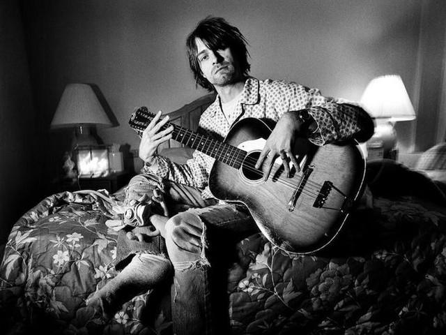 """Nirvana: subito sold out la cassetta rossa per San Valentino di """"Bleach"""""""