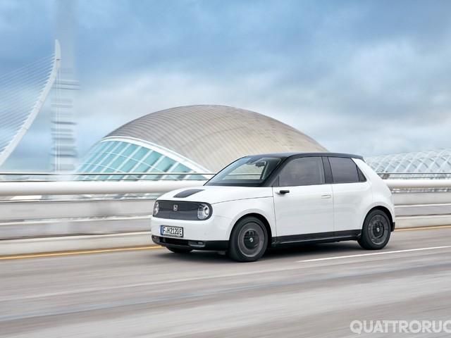 Honda e - Al volante dell'elettrica giapponese